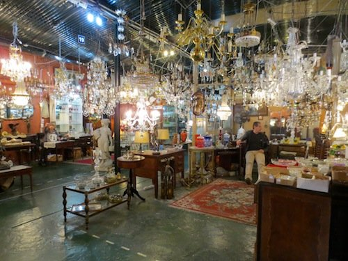 Antiques_in_San_Telmo,_Buenos_Aires