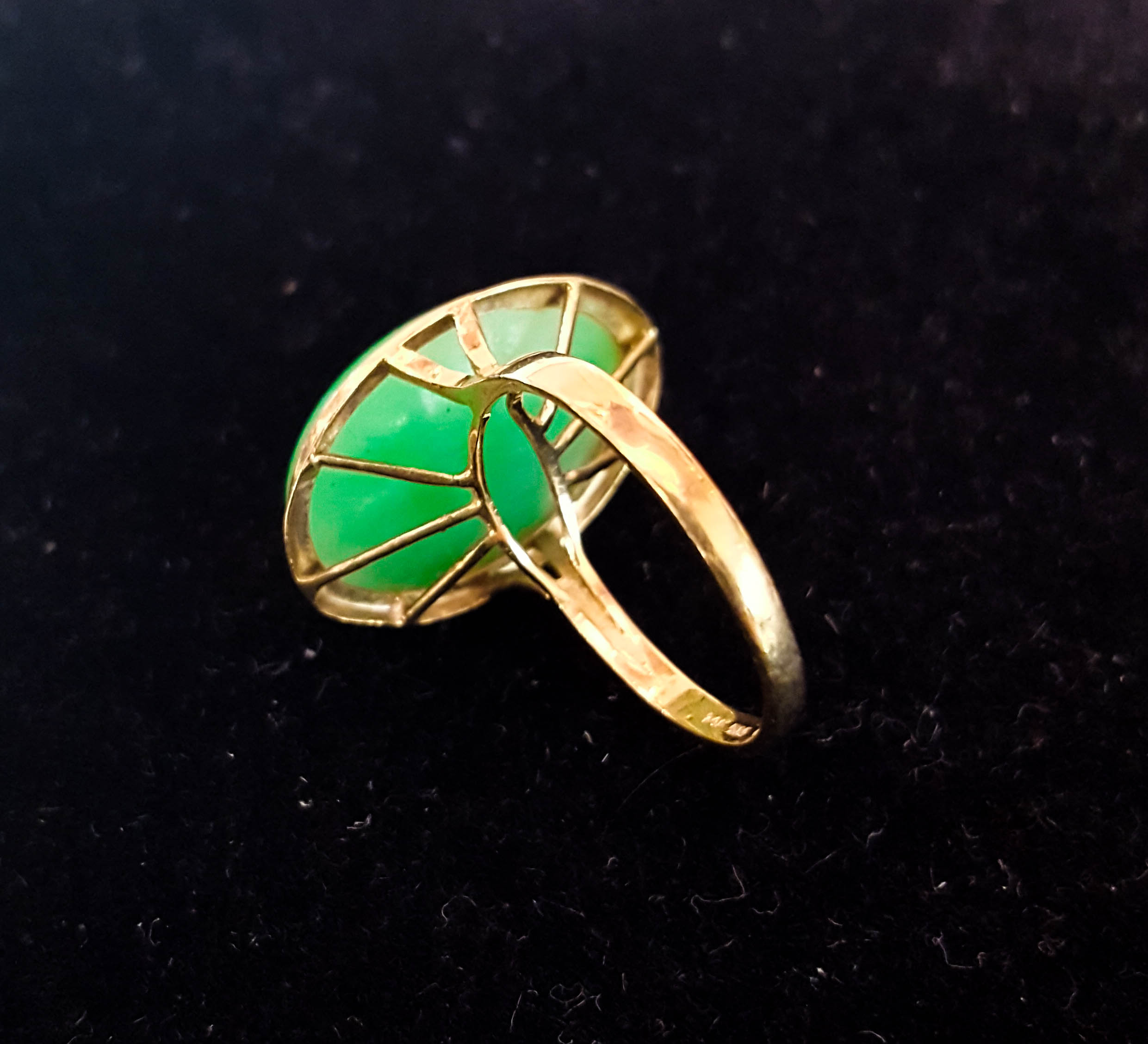 Vintage ring with parially open backing
