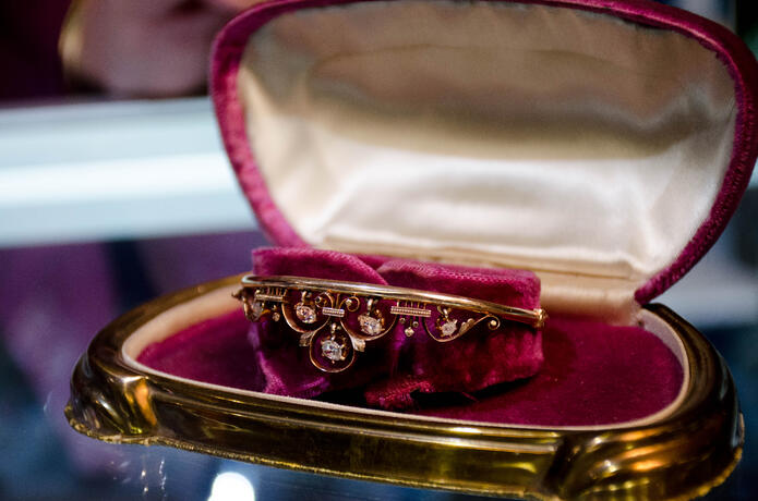 Victorian-era Bangle In Rose Gold
