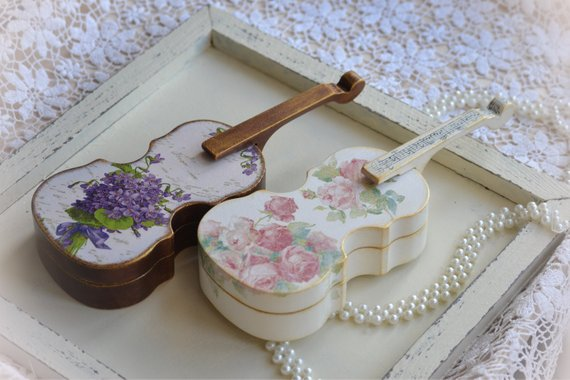 Loveandspringart ring box