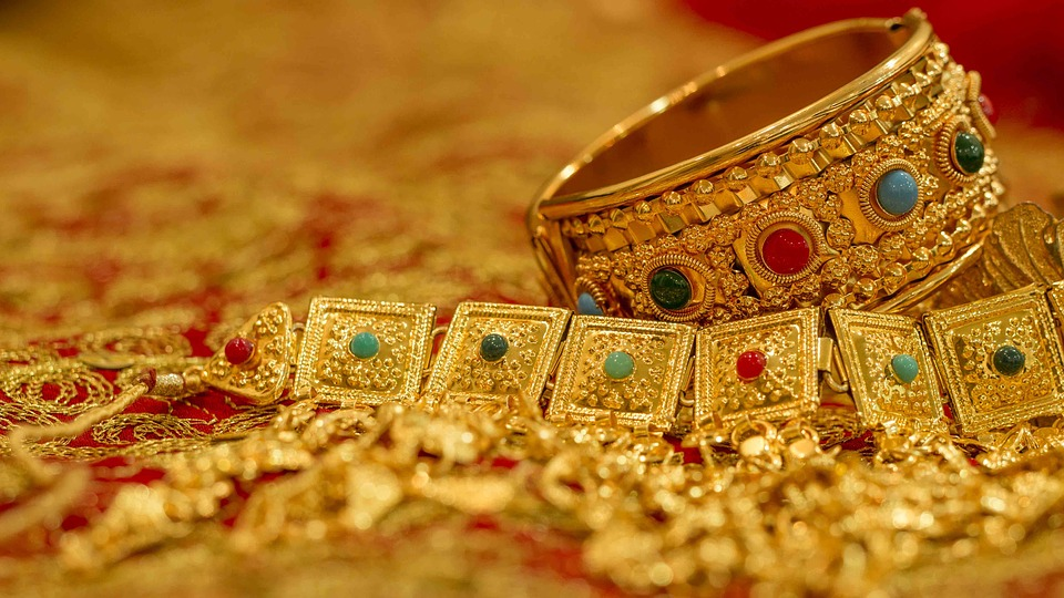What is estate jewelry?