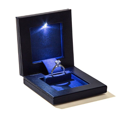 parkersq3 engagement ring box with light