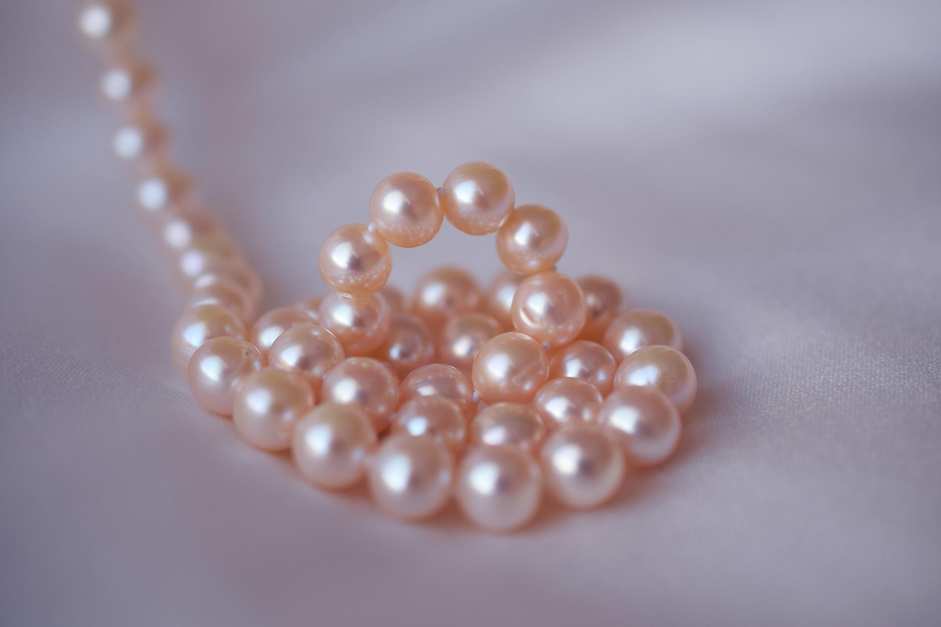 pearls-3030446_1920.jpg
