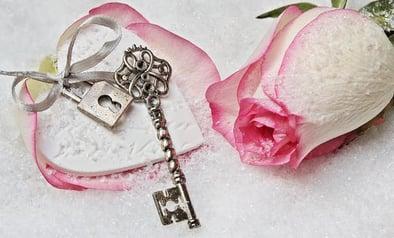 key jewelry is back in style winter 2018