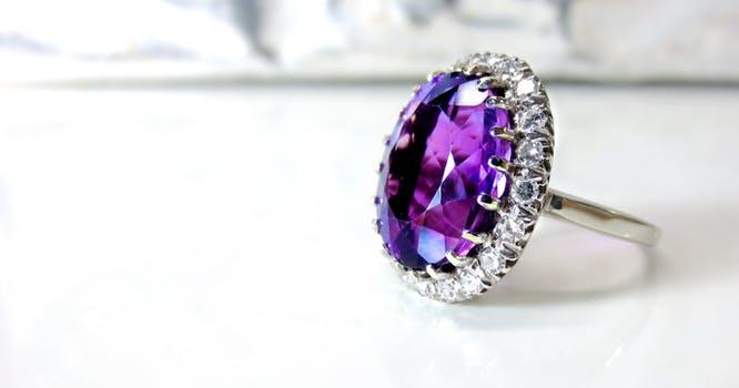 choosing a non diamond engagement ring