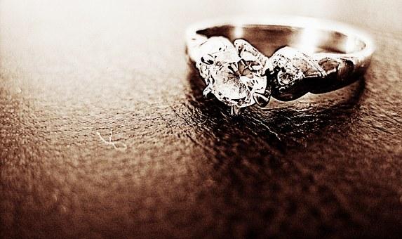 choosing an alternative engagement ring