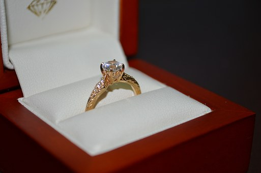 gender plays a role in selling your diamond ring